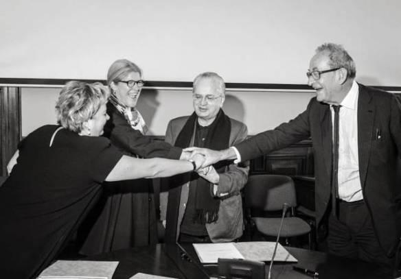 Хедвиг Фейен, Михаил Пиотровский и Каспер Кёниг на подписании кураторского соглашения Манифесты 10