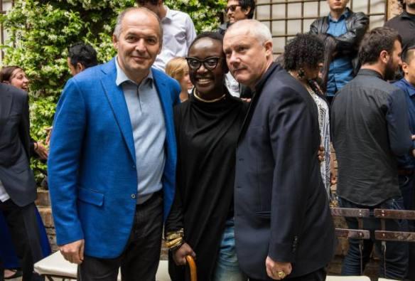 Виктор Пинчук с художниками Линетт Линетт Ядом-Боакье и Дэмиен Херст на открытии Future Generation Art Prize в Венеции, 2013 . Фото предоставлено PinchukArtCentre , Future Generation Art Prize.