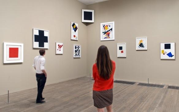Легендарная выставка 0,10, воссозданная в Tate Modern.